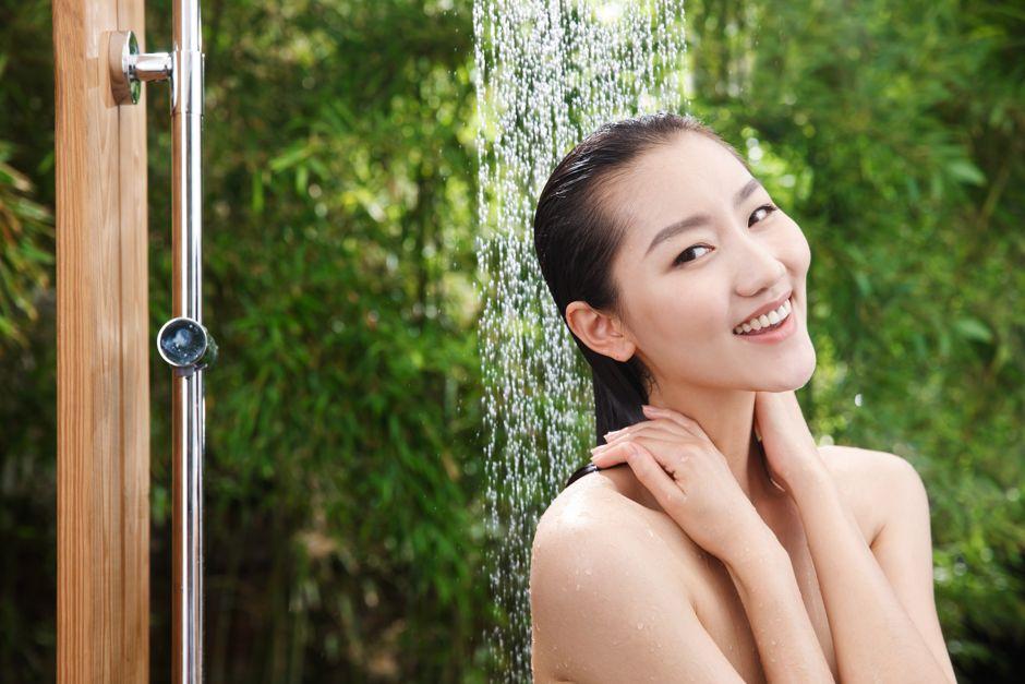 Ungestört im Garten duschen Foto: Chinaview / shutterstock.dom